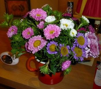 20120930ムフタール通りで買った花束.jpg